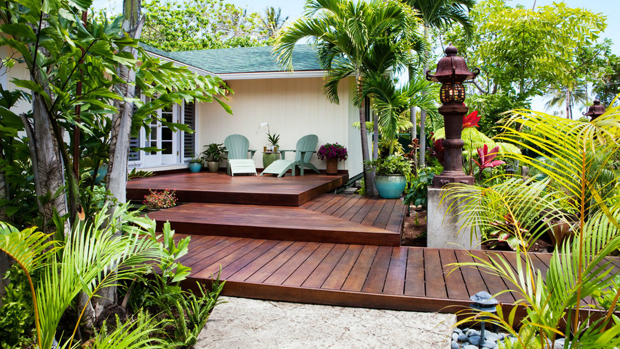 tour welcoming front-yard deck