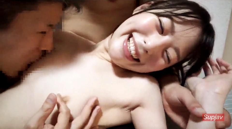 FC2PPV-1207399 【坂道系美少女を鬼畜輪姦】気弱な新入生がサークル先輩3人にマワされてパイパンまんこからハメ潮吹いて無理やり中出し精子を洗い流し