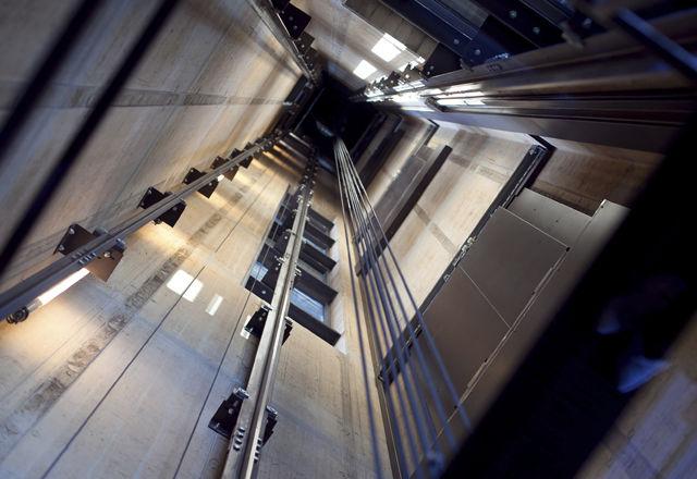 「エレベーター 墜落」の画像検索結果