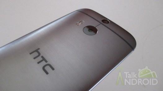 HTC_One_M8_Back_Slanted_HTC_Logo_TA_03
