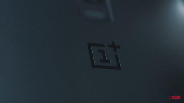 oneplus_2_company_logo_closeup_partial_blur