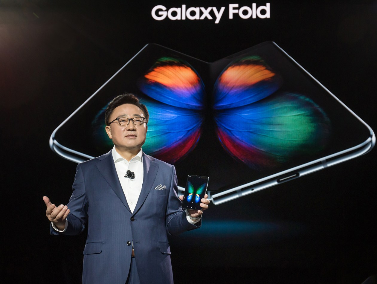 Download Grab The Wallpapers From The Samsung Galaxy Fold Here Talkandroid Com