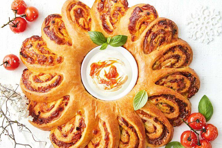 Cheesy pesto brioche wreath