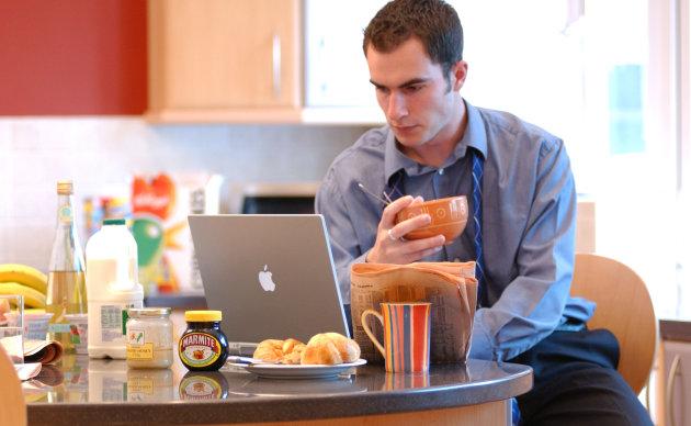 辦公工具誰最重要?員工仍愛電子郵件 | TechNews 科技新報