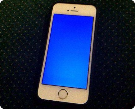 La pantalla azul de la muerte dice presente en el iPhone 5S