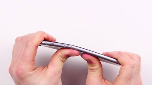El iPhone 6 se deforma fácilmente