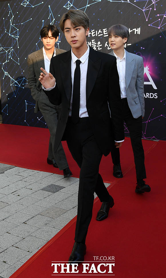 New Trans Am >> [Picture/Media] BTS at The Fact Music Awards Red Carpet ...
