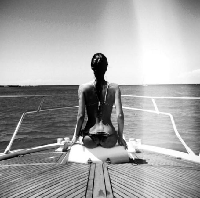 Risultati immagini per fotografie in bianco e nero di donne viste di spalle