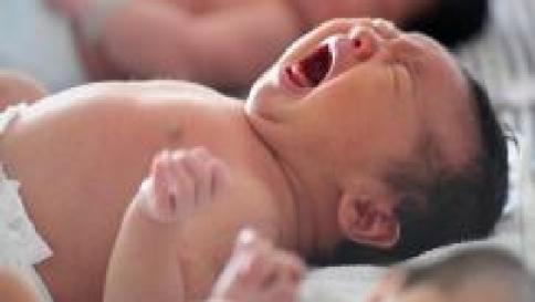 Cina, bebè dichiarato morto: si mette a piangere prima della cremazione