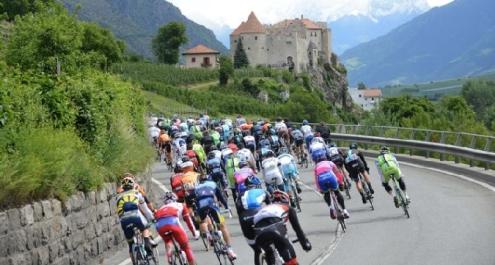 """Ciclismo, il medico del Giro D'Italia: """"Non sono io che devo denunciare un illecito"""""""