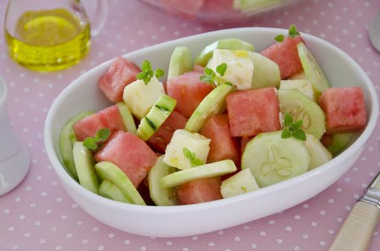 Insalata di anguria, cetrioli e pecorino