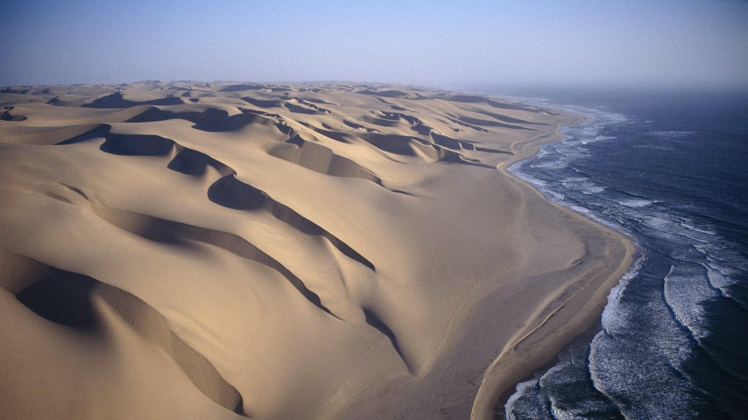 Namibias Spooky Skeleton Coast