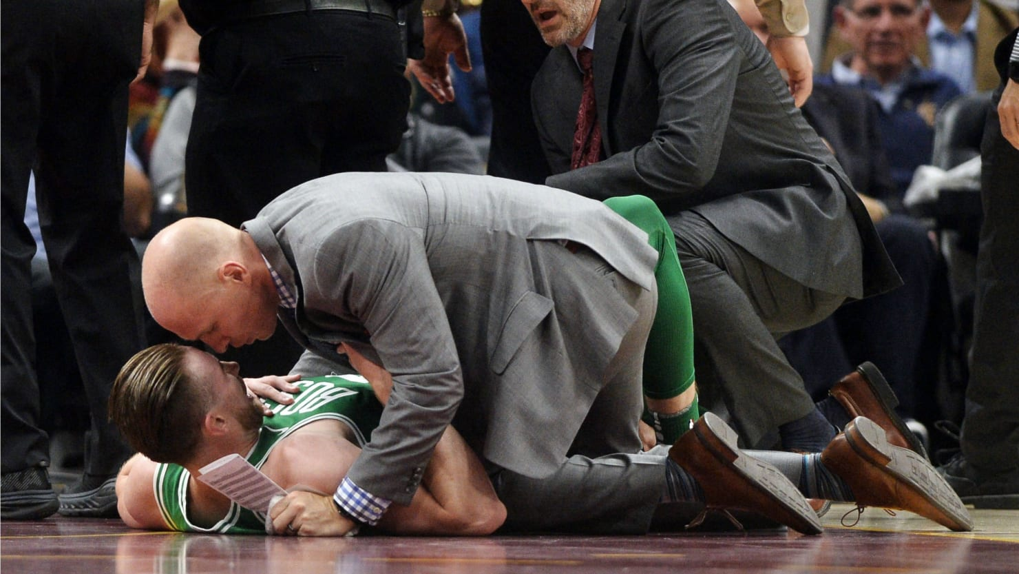 Light Fall Wallpaper Gordon Hayward S Ankle Snaps In Half In First Celtics Game