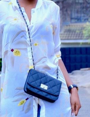 bag-capsule-wardrobe-black-crossbody-bag
