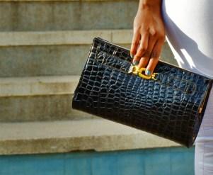 bags-capsule-wardrobe-black-day-clutch