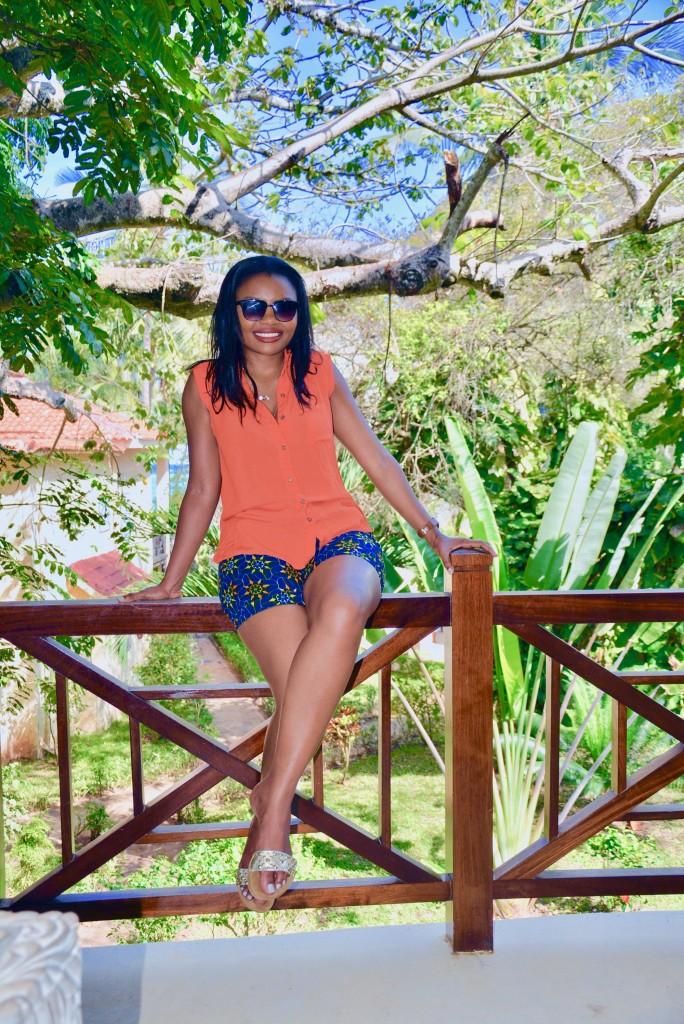 kitenge-shorts-vacation-outfit-3