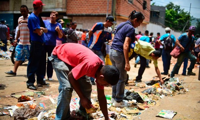 Students Fainting From Hunger in Venezuela's Schools Amid Economic Crisis