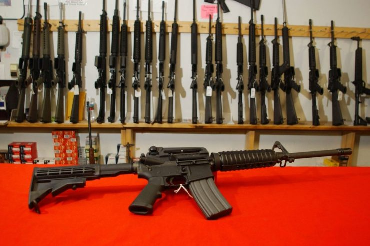 """Candidato a presidente dos EUA para 2020, Joe Biden, divulga plano para proibição de """"armas de assalto"""" 17"""