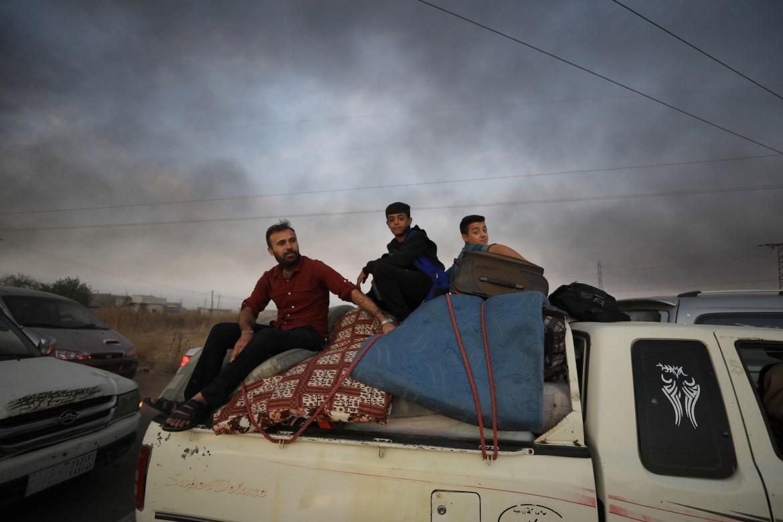 people flee syria