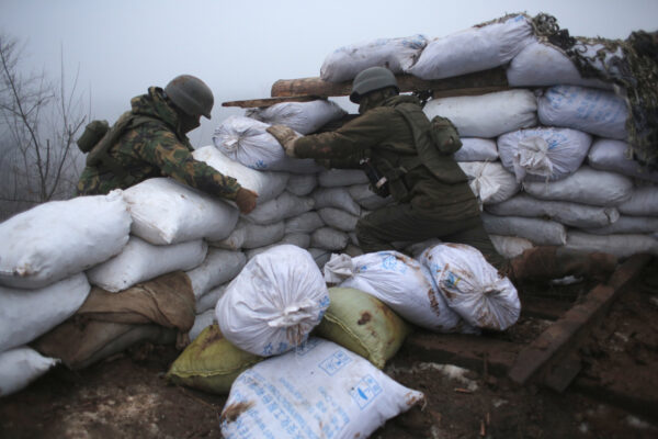 Ukrainian soldiers strengthen their front line position