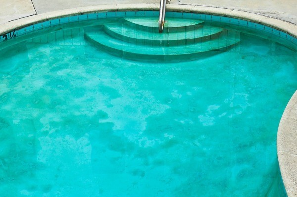Cleaning Algae From a Pool | ThriftyFun