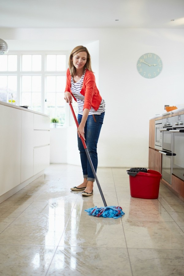 Cleaning Floors With Vinegar