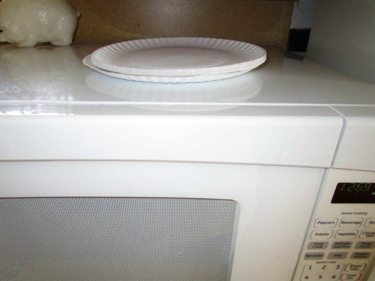 paper plates as microwave helper