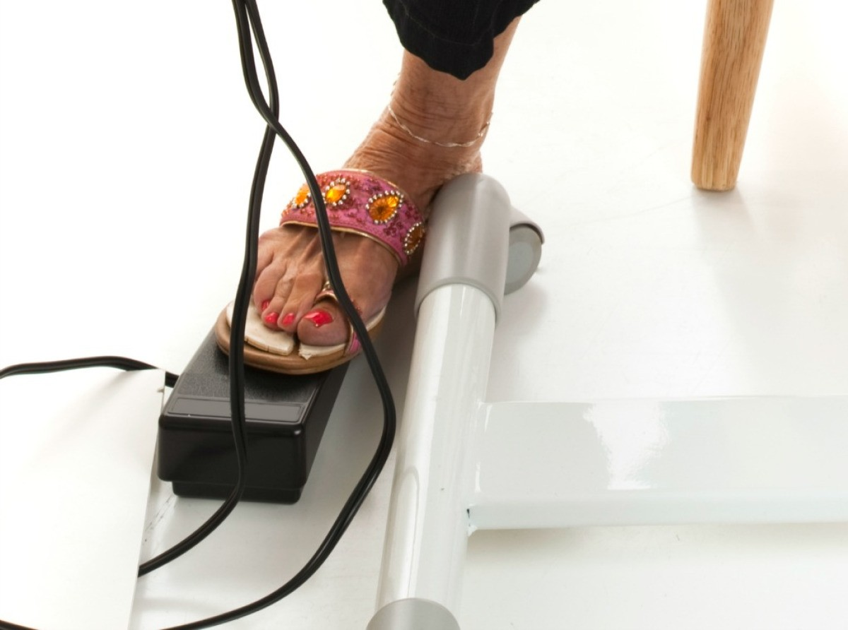hight resolution of a sewing machine foot pedal
