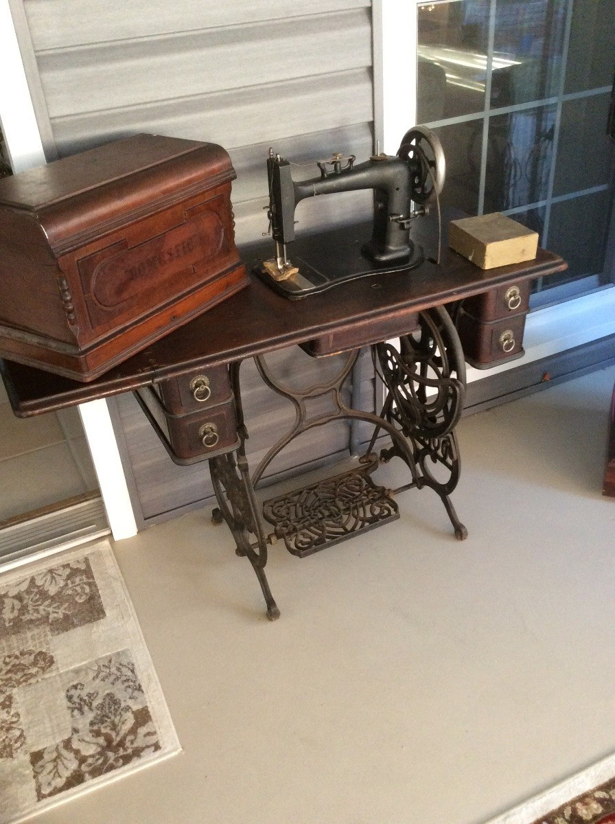 Antique Sewing Machine Table Value : antique, sewing, machine, table, value, Finding, Value, Domestic, Treadle, Machine?, ThriftyFun