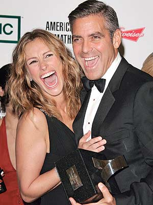 George Clooney with Julia Roberts who looks like a stingray