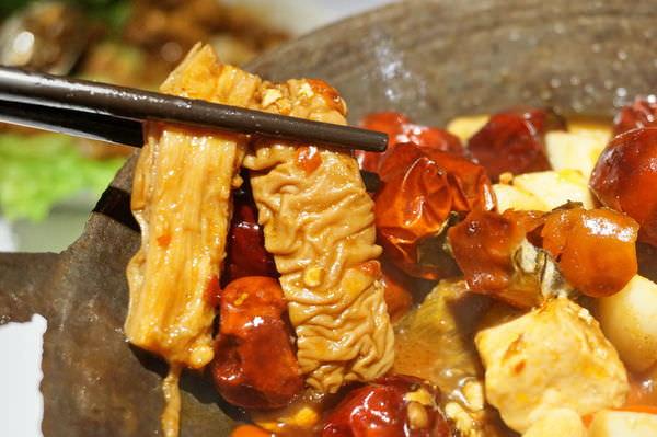 【新竹 美食餐廳推薦】1010湘(SOGO站前店)-香與辣的交響盛宴(湖南菜美食-瓦城集團)–踢小米食記