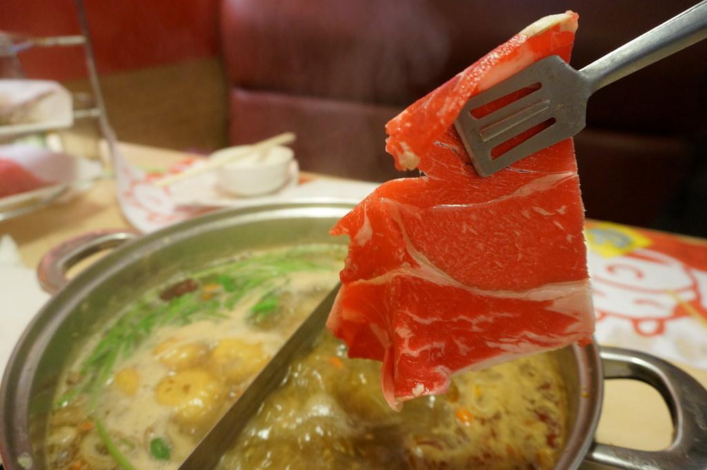 【新竹美食】小蒙牛頂級麻辣火鍋吃到飽好吃推薦–寒流來就是要吃火鍋肉補熱量的啦-踢小米食記