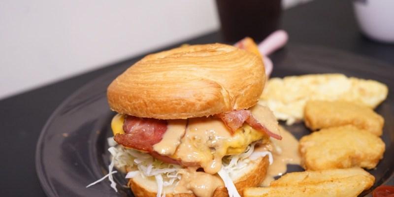 新竹美食|小屋頂早午餐。150元花生醬熔岩漢堡套餐讓人飽到不要不要的(湳雅街早餐.營業時間訂位菜單)--踢小米食記
