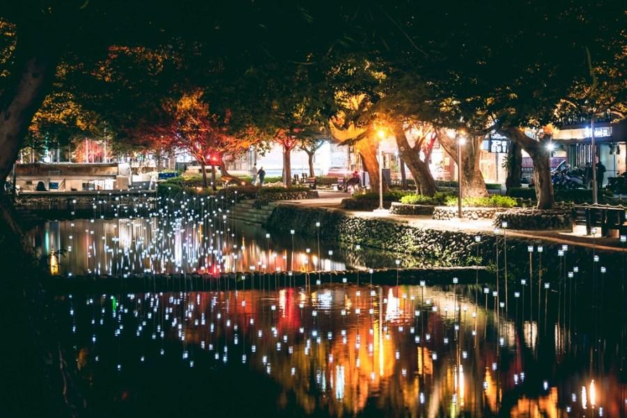 2020新竹市聖誕音樂會。護城河燈區搶先看。螢火蟲燈來到護城河了!