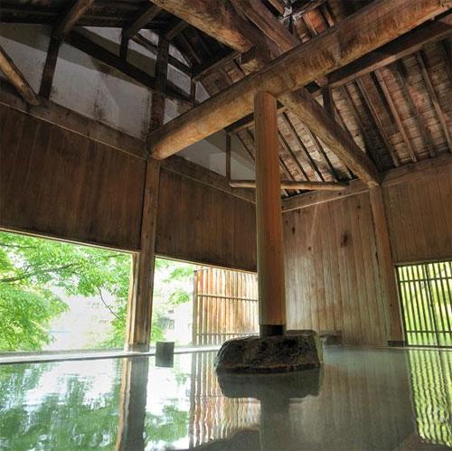 【新幹線付プラン】水上唯一の谷川岳を望む絶景と16種の湯巡りの宿 水上館(びゅうトラベルサービス提供/客室