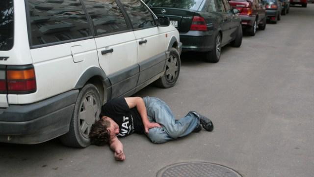 Количество потребляемого алкоголя в регионах России зависит от средних зарплат населения - исследование