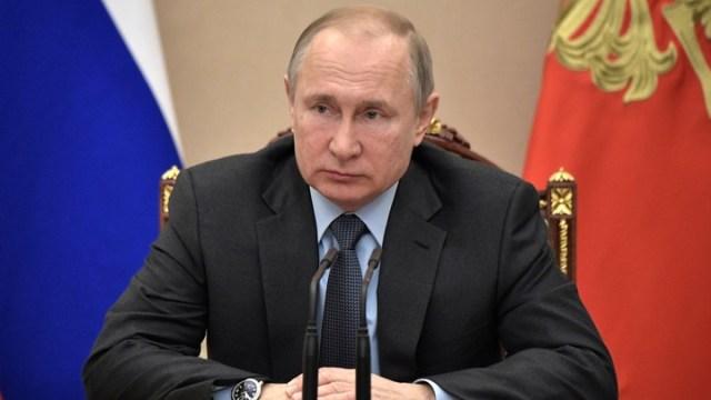 Мы всегда в долгу перед вами, государство еще многое обязано сделать: Путин поздравил женщин с 8 марта