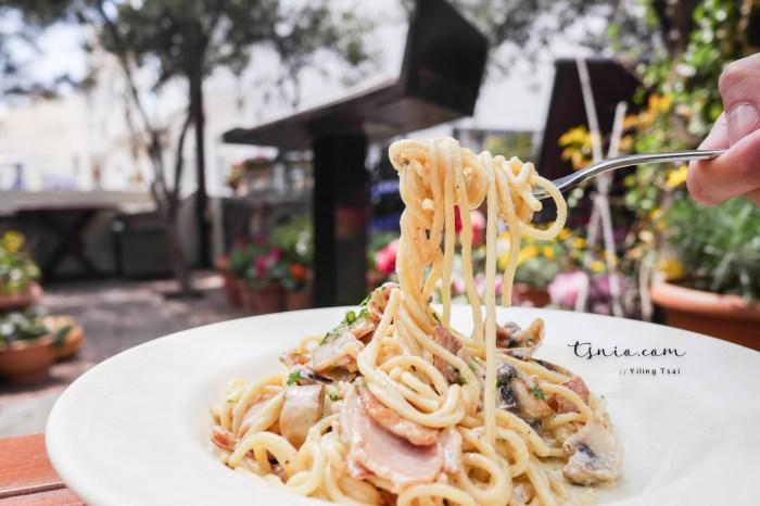 希臘聖托里尼費拉美食推薦 Pelican Kipos Cafe and Wine Restaurant 費拉特色花園餐廳