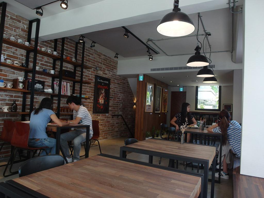 [臺中 北區] HAUSINC CAFE 復古工業風咖啡廳 - 蔡小妞依玲
