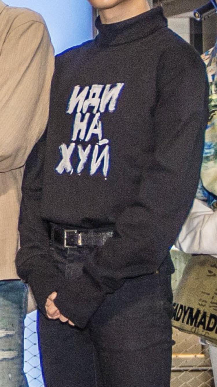 Jimin黑T竟寫「他X的」!網友全看懂 他嚇到反穿上衣!