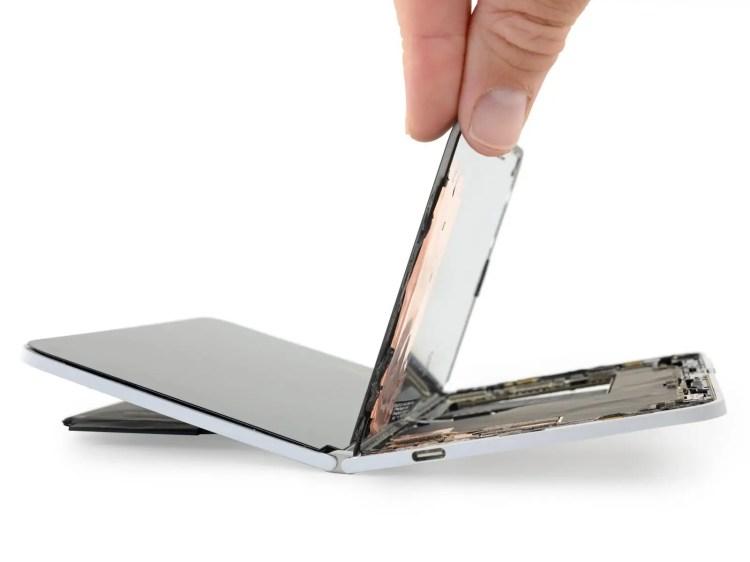 Microsoft Surface Duo smembrato da iFixit: ecco com'è andata