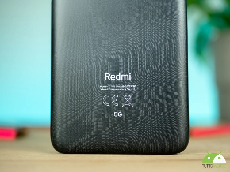 Redmi prepara un misterioso telefono con display a 120 Hz e una grande batteria