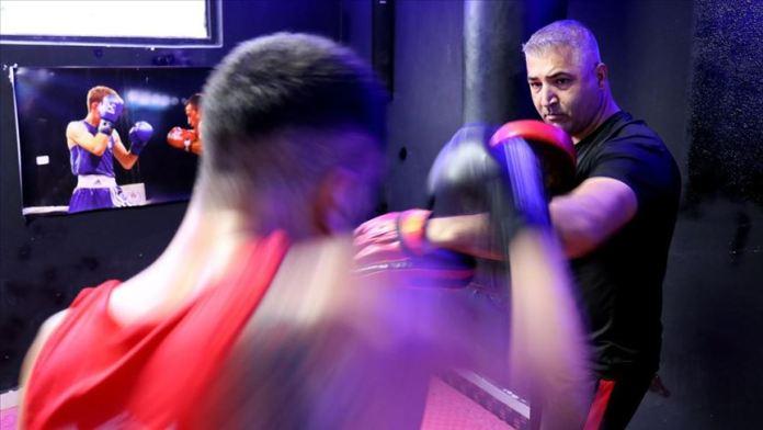 'Baba Yüksel' dezavantajlı gençleri boksla topluma kazandırıyor