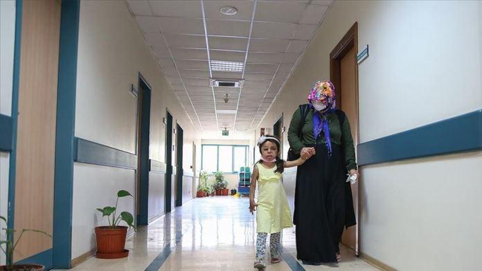 Suriyeli küçük Hane'nin yüzü doku nakliyle güldü