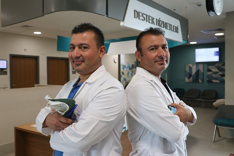 1603012610 570 tek yumurta ikizi doktorlar sifa dagitiyor