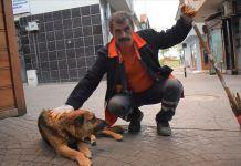 Bekçi köpeği belediye temizlik işçisinin can dostu oldu