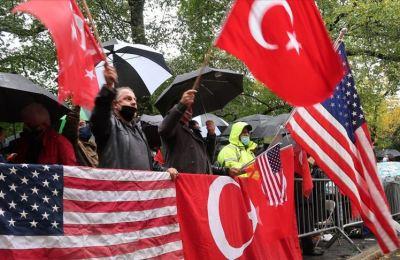New York'ta Fransa ve Macron'un İslam karşıtlığı protesto edildi