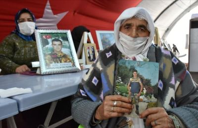 Oğlu için 90 yaşında evlat nöbetine katılan anne Koşar: Evladımı kaçırdılar