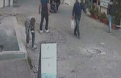Antalya'da rüzgarla savrulan 4 bin 500 lira toplanarak sahibine ulaştırıldı