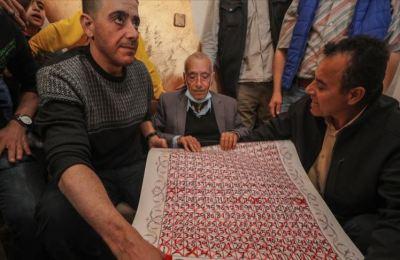 Filistinli Semih dede 'özgürlük takvimi'yle 16 yıldır yolunu gözlediği oğluna kavuştu